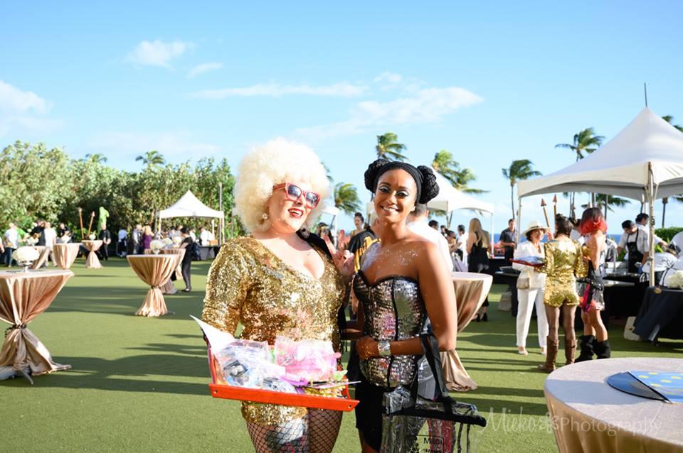 Maui door prize helpers