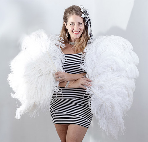 feather fans performer